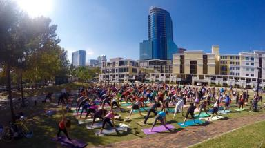Yoga-in-Lake-Eola-Park.jpg